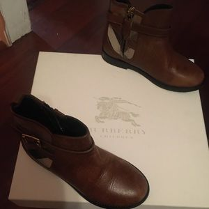 ⚡️FLASH ⚡️⚡️Kids Burberry ankle boots. Size 12/29